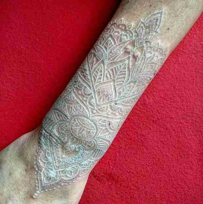 50 fotos de tatuagens com tinta branca 15