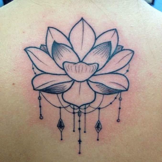 Tatuagem flor de lótus 18
